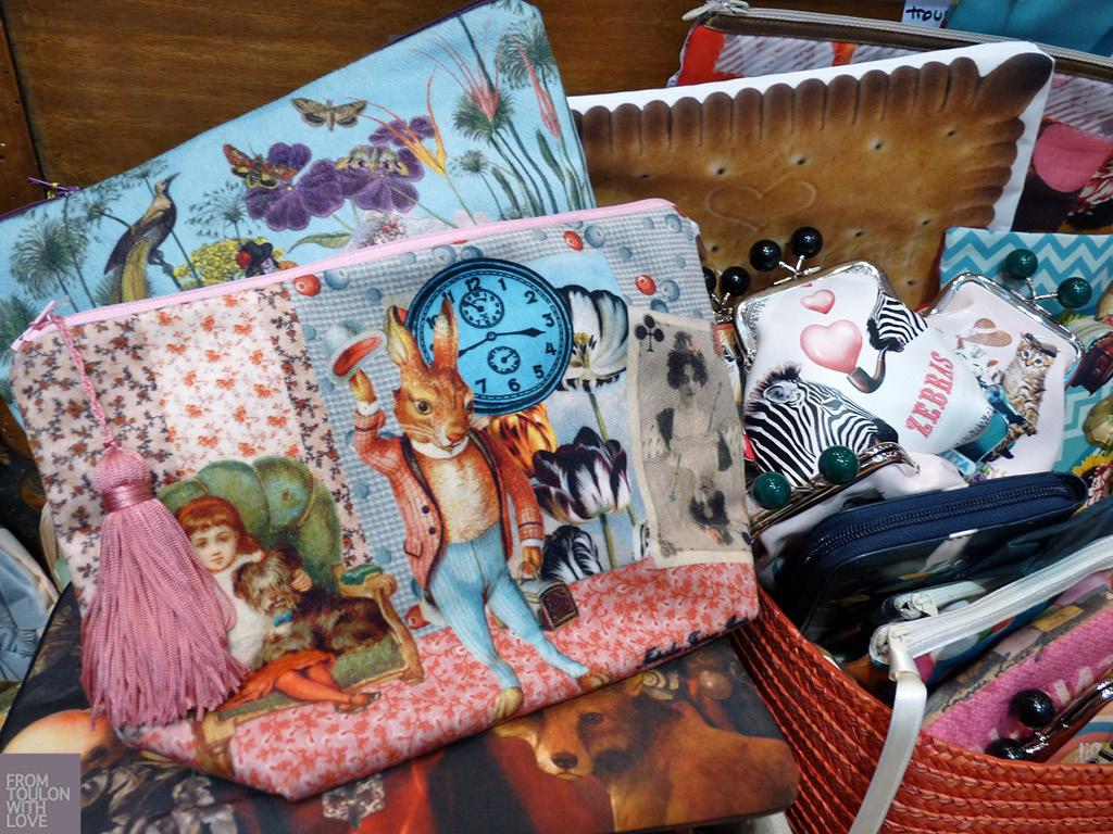 Pochette velours Alice au pays des merveilles Boutique Exquise Marquise à Toulon