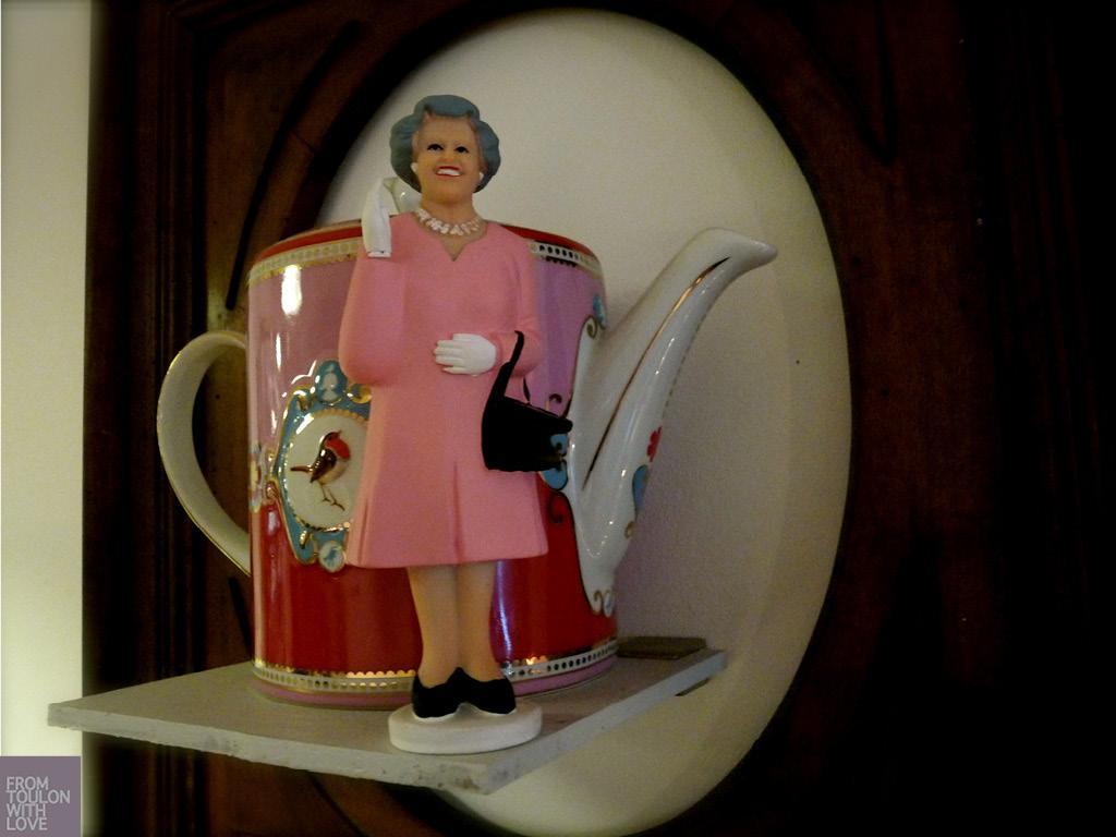 c'est un concept de salon de thé qui fait aussi restaurant le midi.