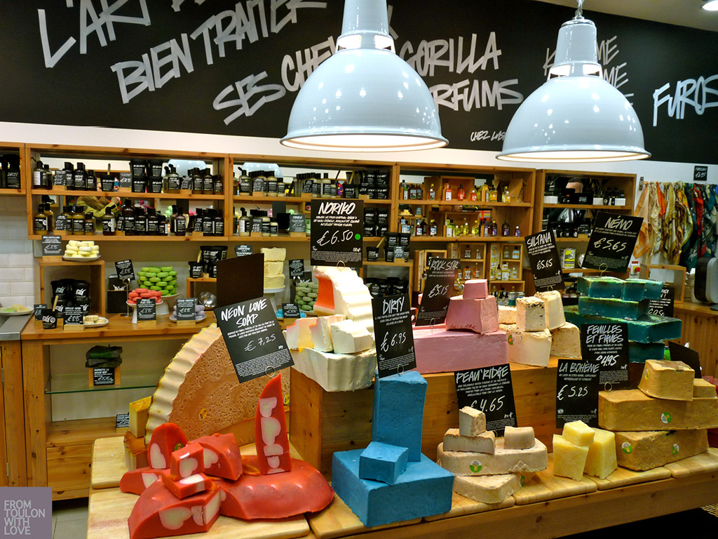 Lush la boutique croquer from toulon with love - Boutique terrasse du port ...