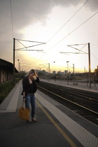 Look blogueuse mode sac moutarde gare Toulon