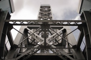 Pont levant chantier naval tour port La Seyne sur Mer Var 83