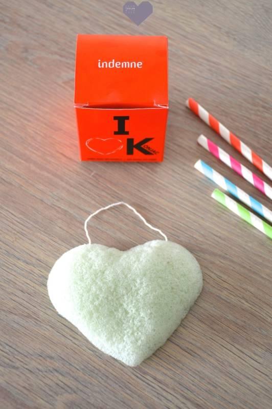 """L'éponge Konjac """"I Love K"""" d'Indemne mouillée"""