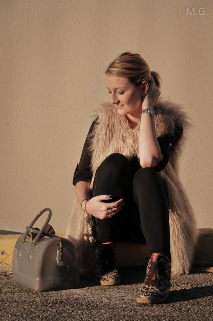 look-blog-mode-hiver-veste-poils-pull-and-bear-sac-candybag-furla-baskets-ash (1)
