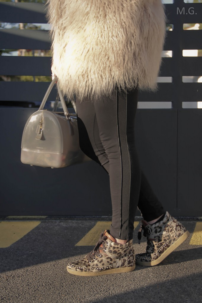 look-blog-mode-hiver-veste-poils-pull-and-bear-sac-candybag-furla-baskets-ash (10)