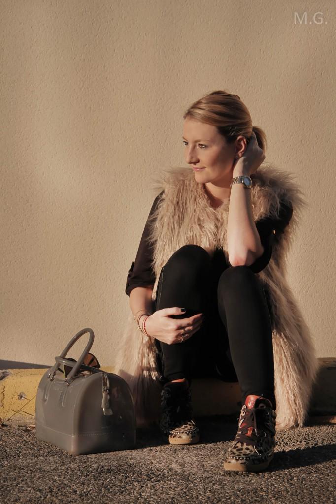look-blog-mode-hiver-veste-poils-pull-and-bear-sac-candybag-furla-baskets-ash (12)