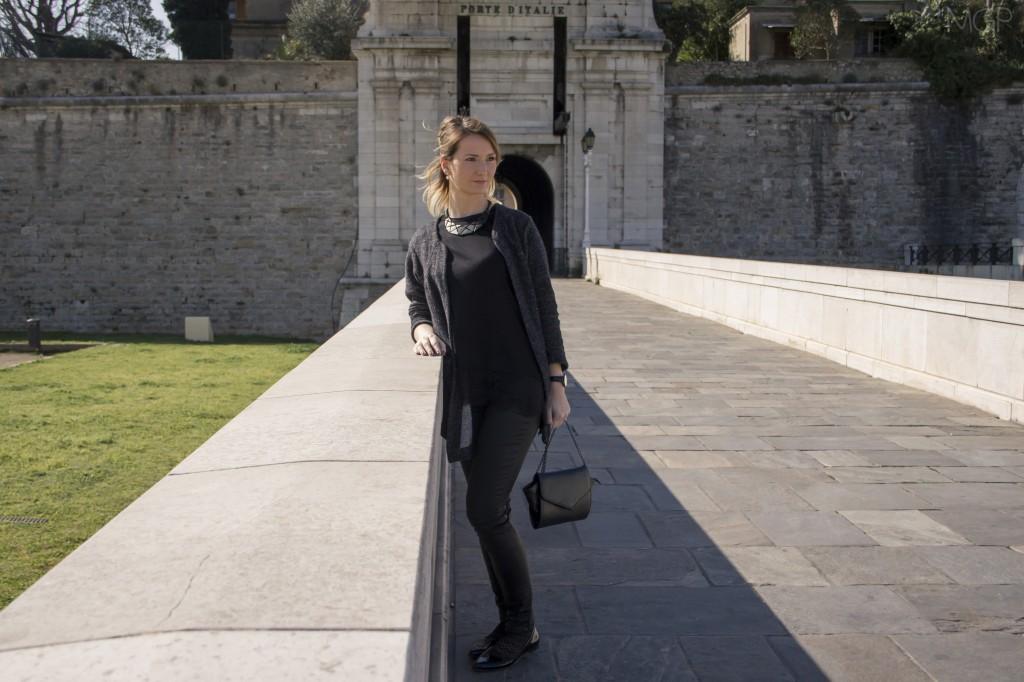 total-look-black-cuir-dentelle-zara-blog-mode-sud (16)