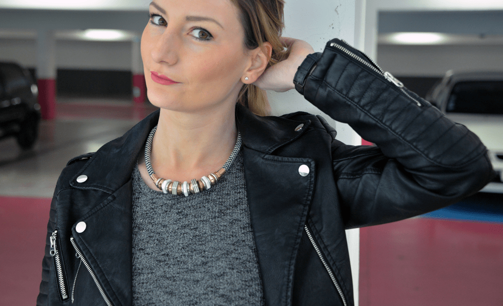 portrait-bronde-look-rock-perfecto-black-jennyfer-blog-mode-france